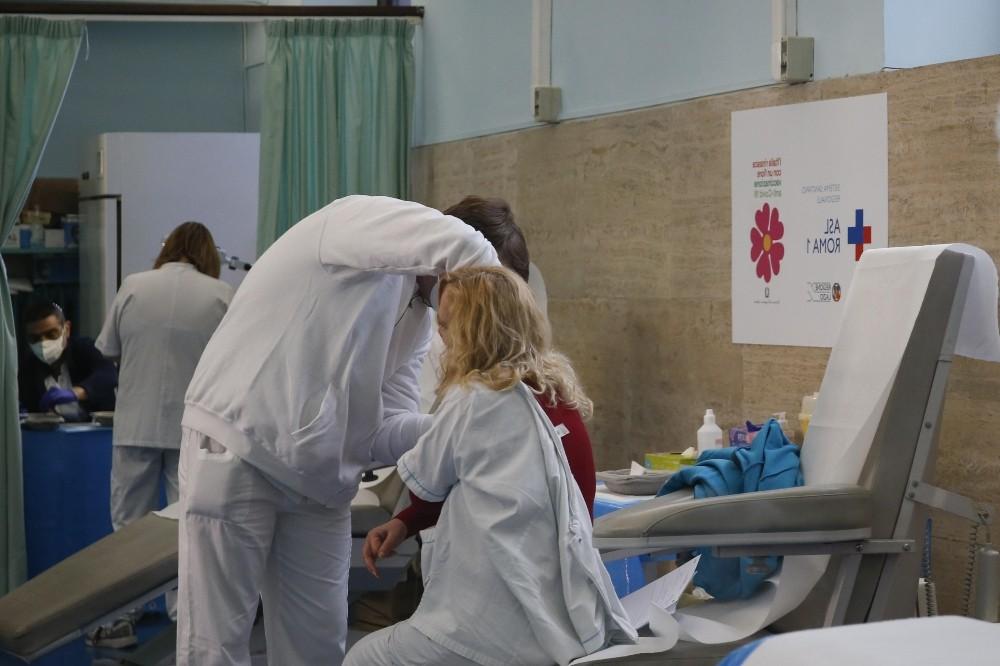 İtalya'da son 24 saatte korona virüsten 364 ölüm