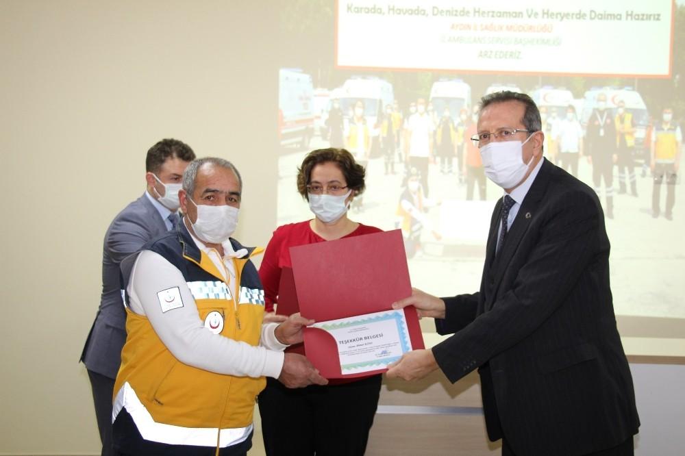 İzmir depreminin yaralarını saran sağlıkçılara teşekkür belgesi verildi