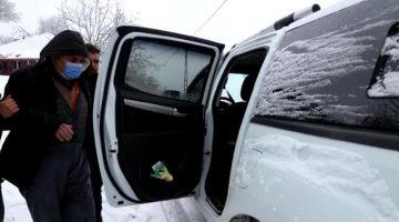 Kar nedeniyle mahsur kalan hastanın imdadına belediye ekipleri yetişti