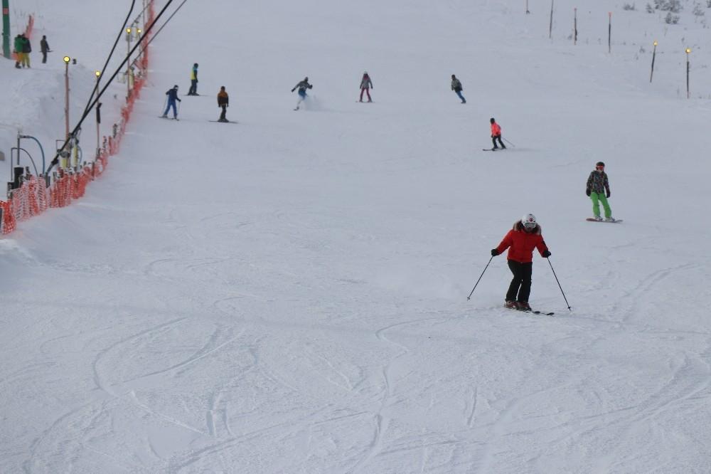 Kartalkaya'da kar kalınlığı 1 metreyi geçti