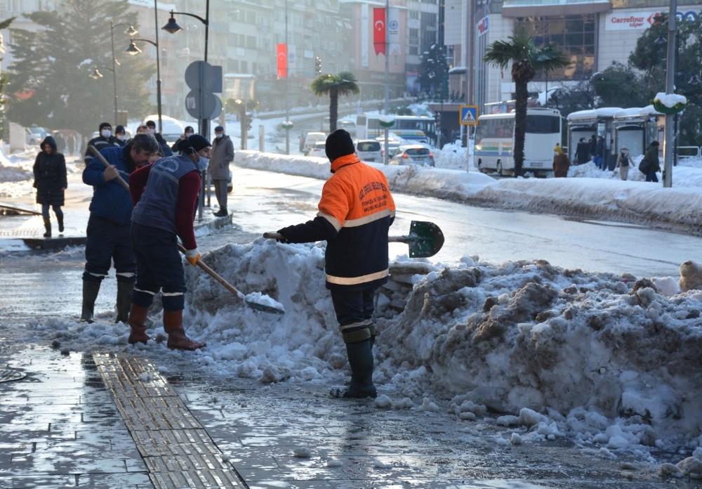 Ereğli'de Kar Kütleleri Kaldırılıyor