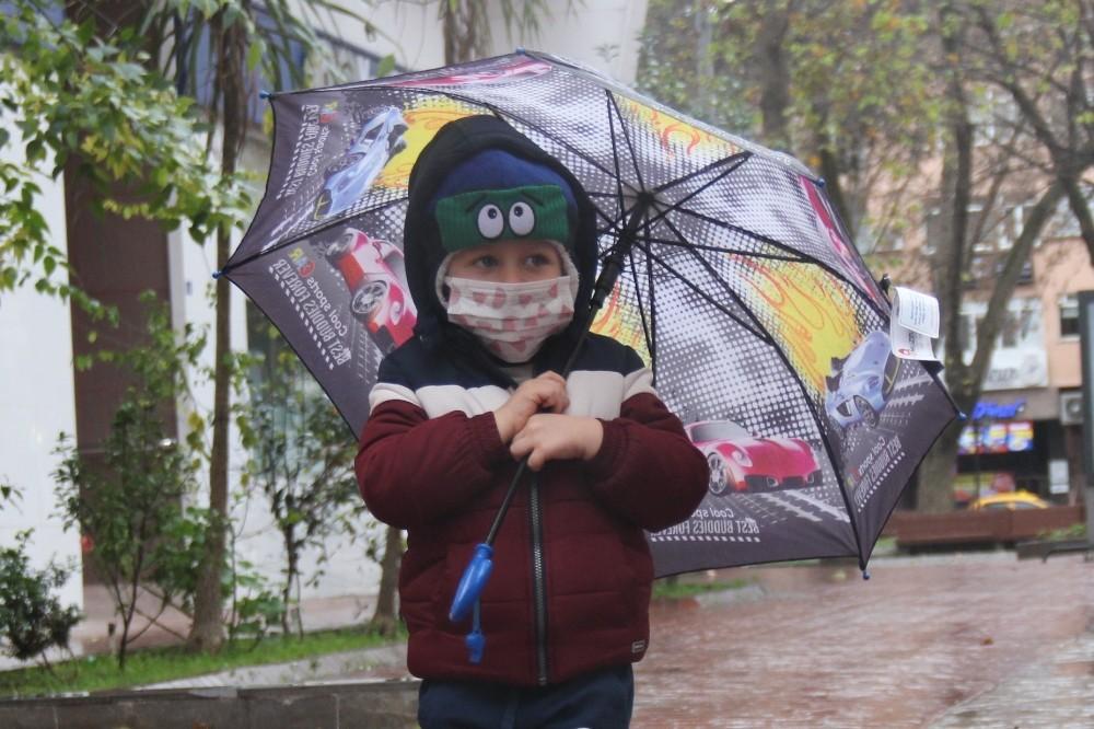 Kocaeli'de uzun süredir beklenen yağmur yeni yılın ilk sabahında yağdı