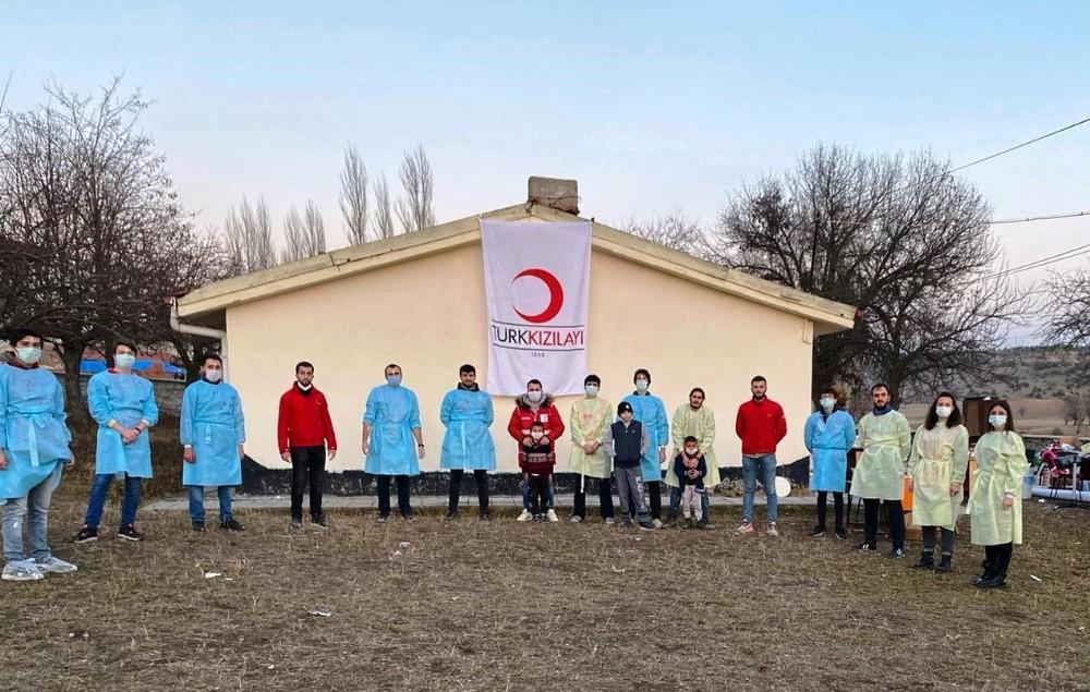 Kütahya Genç Kızılay gönüllülerinden köy okulunda bakım ve onarım çalışması