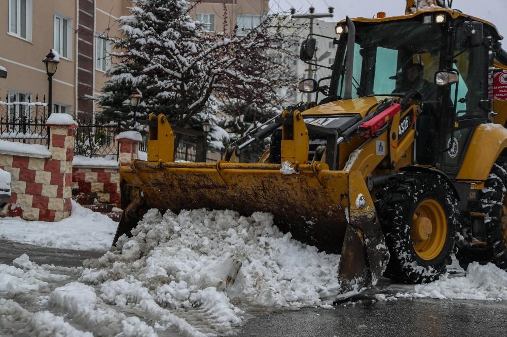 Kütahya'da kar temizleme çalışmaları