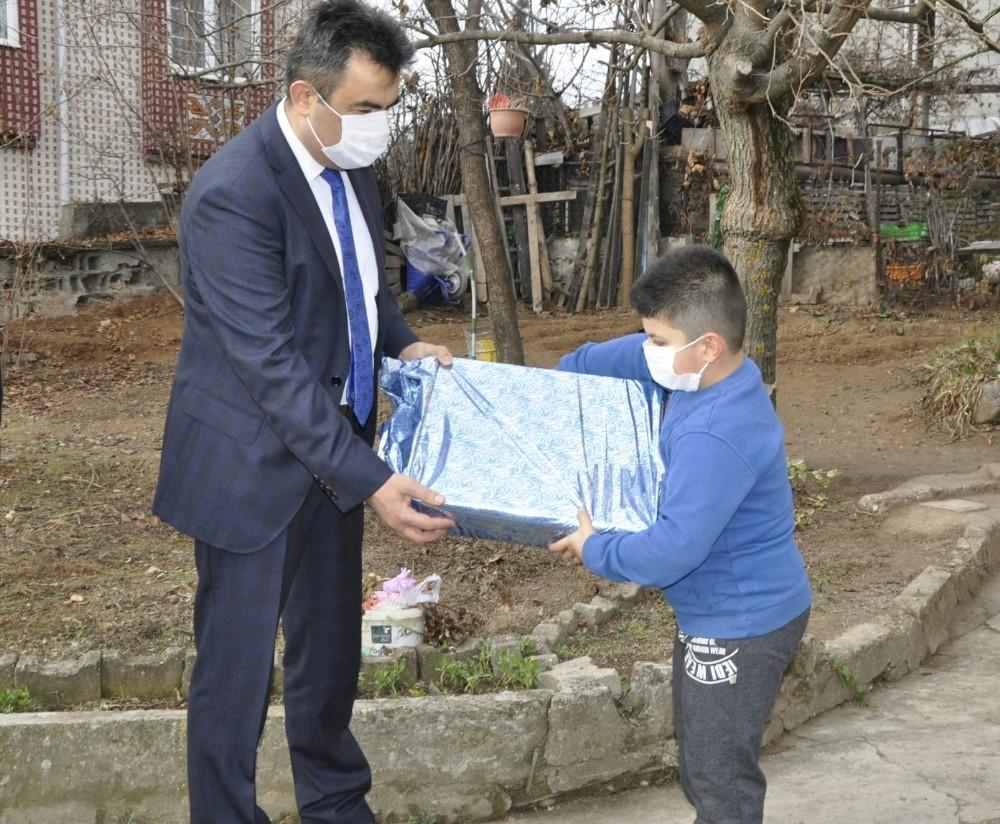 Milli Eğitim Müdürü Gümüş'ten özel çocuklara ziyaret