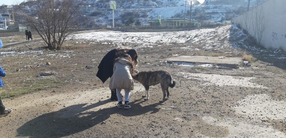 Miniklerden hayvan barınağına ziyaret