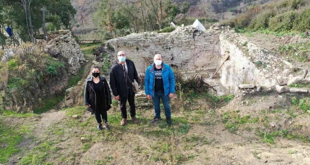 Özbey, Çobakale kazı alanını gezdi