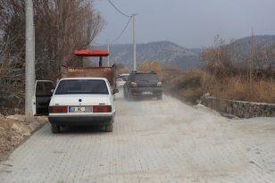 Pamukkale Belediyesi kilit parke taşları ile sokakları kaplıyor