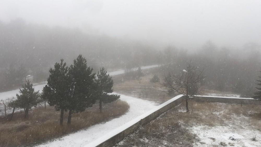 Sındırgı'ya yeni yılın ilk karı yağdı