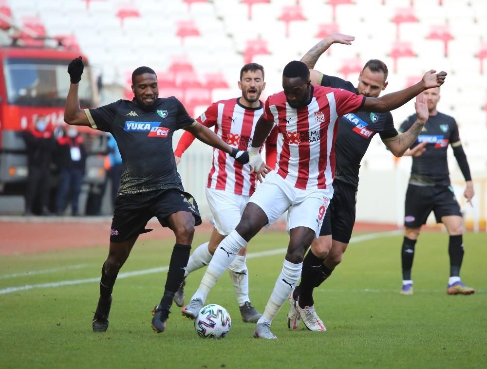Süper Lig: DG Sivasspor: 2 – Y. Denizlispor: 1 (İlk yarı)