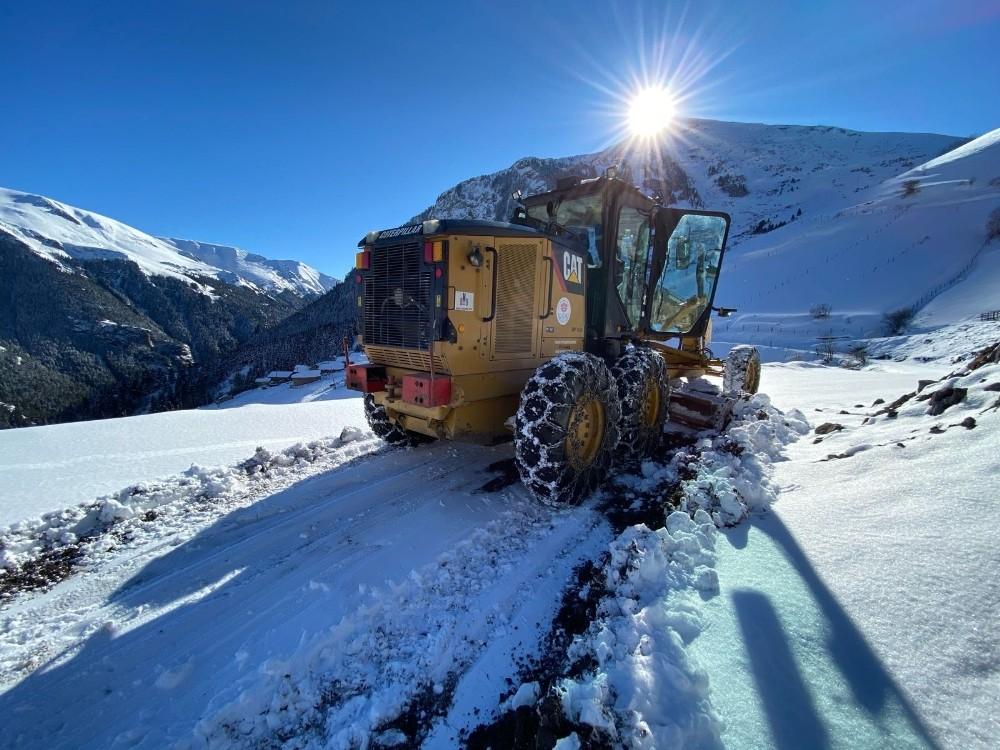 Trabzon'da karla mücadele çalışmaları sürüyor