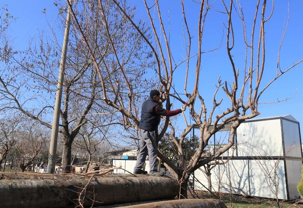 Turgutlu'da ekipler aralıksız çalışıyor