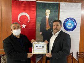 Ünsal'dan Türk Eğitim Sen İl Başkanına teşekkür belgesi