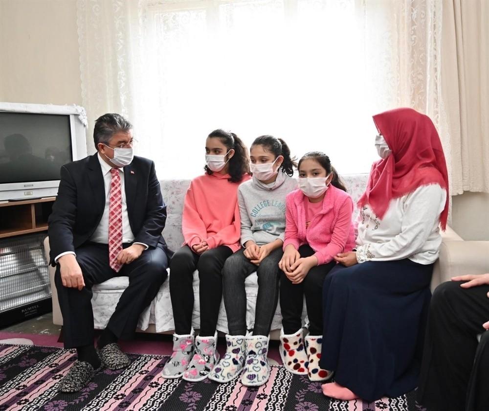 Osmaniye Valisi Her Hafta Bir Aileyi Ziyaret Ediyor
