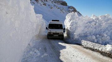 Van-Bahçesaray yolu kontrollü ulaşıma açıldı