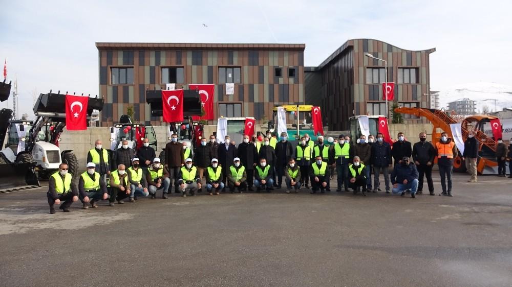 Van Büyükşehir Belediyesi filosuna 12 iş makinesini daha aldı