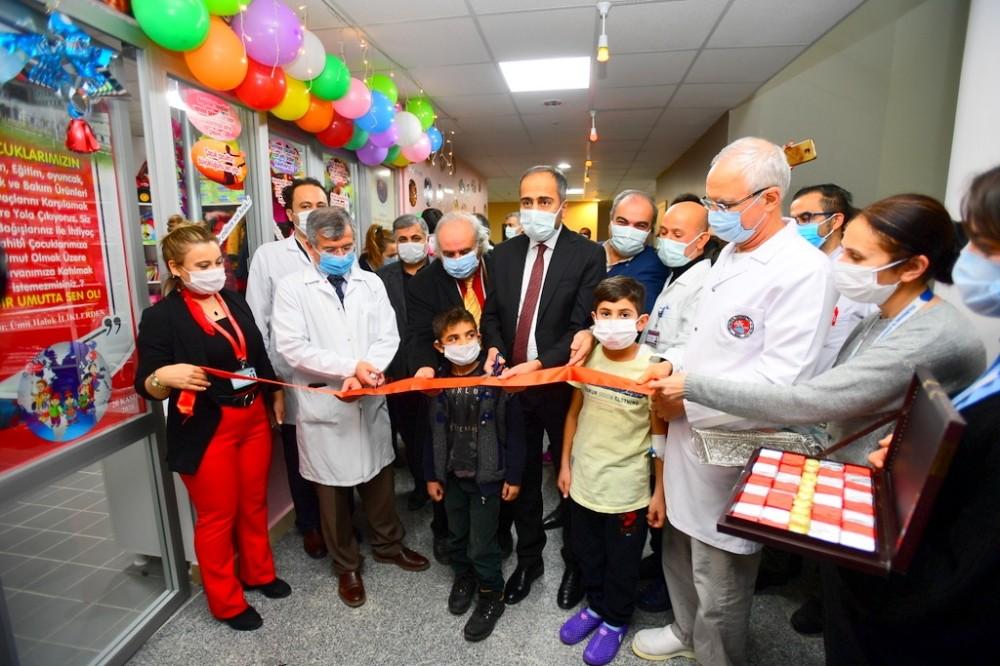 """Van YYÜ'de """"Minik Hayaller Çocuk Mağazası"""" açıldı"""