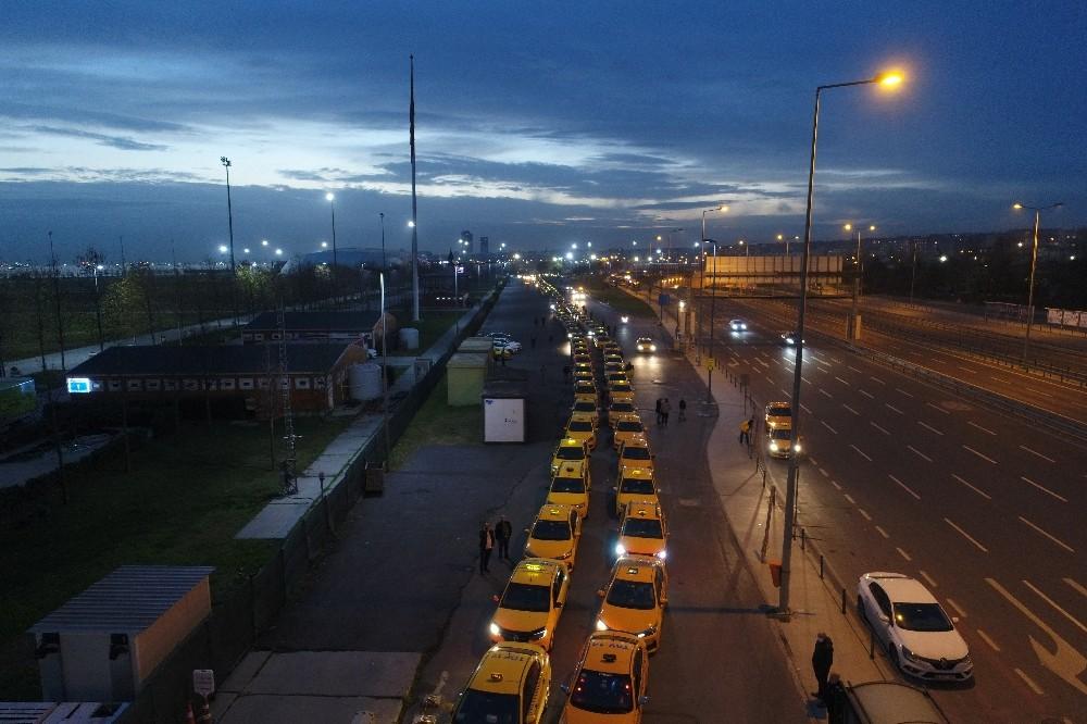 Yenikapı'daki taksimetre kuyruğu akşam da devam etti